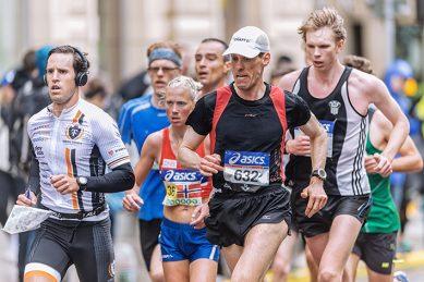 Grupo de corredores de distinta edad.